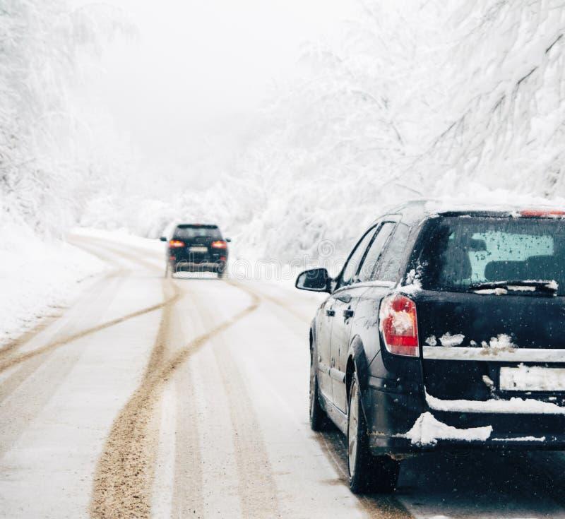 驾车在雪飞雪 库存图片