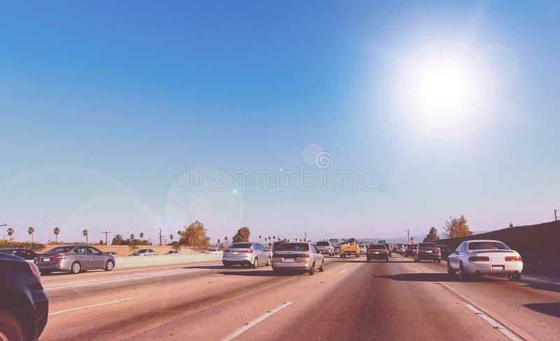 驾驶在一条州际公路在洛杉矶,加利福尼亚 图库摄影