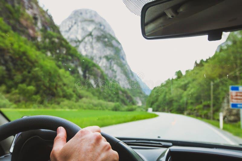 驾驶在挪威,汽车旅行 免版税图库摄影