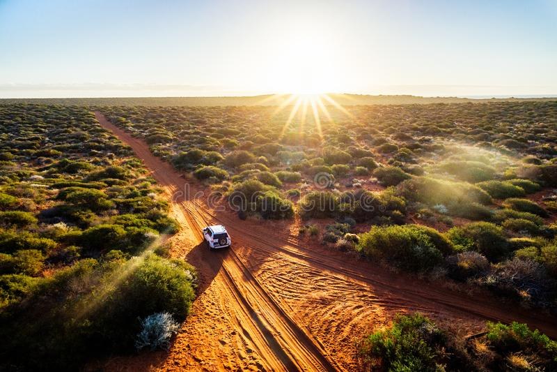 驾驶在澳大利亚澳洲内地 免版税库存图片