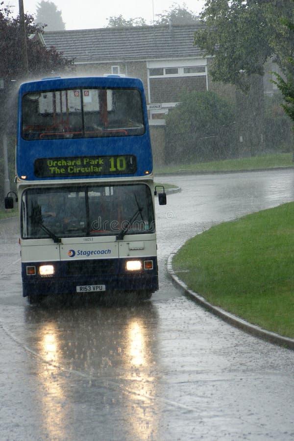 驾驶在雨中,极端天气 库存图片
