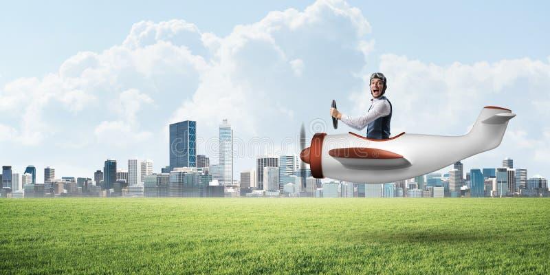 驾驶小螺旋桨推进式飞机的年轻飞行员 图库摄影