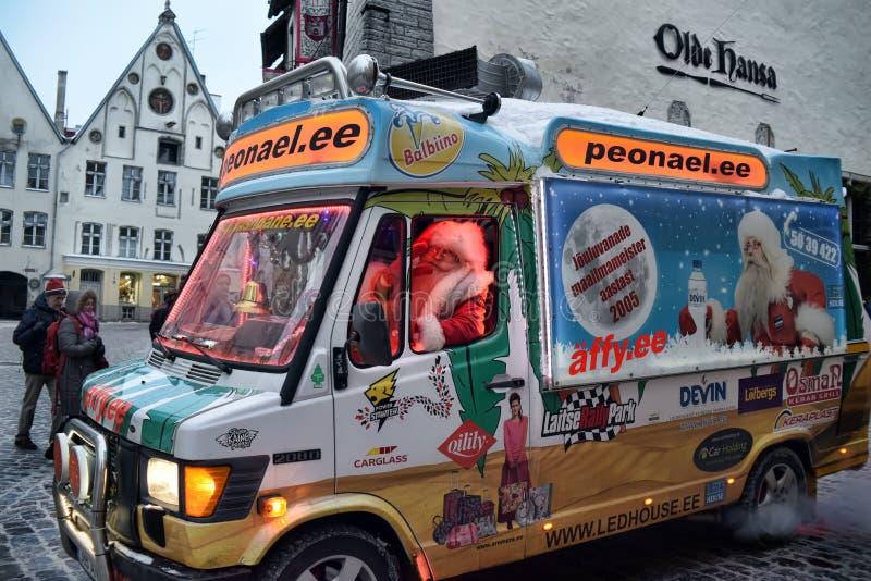 驾驶搬运车的圣诞老人 免版税图库摄影