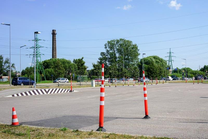 驾驶训练区域学会交通规则 免版税库存图片