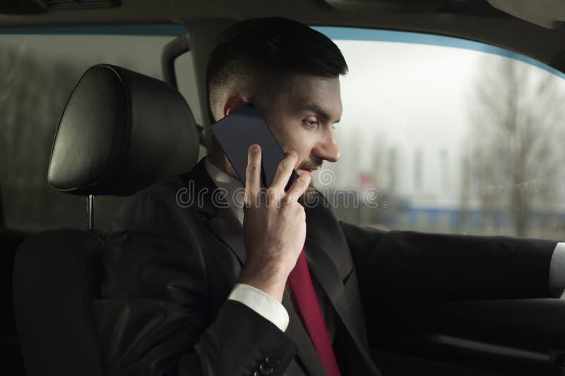 驾驶豪华汽车的年轻男性商人 免版税库存照片