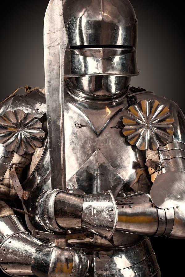 骑士佩带的装甲 免版税库存图片