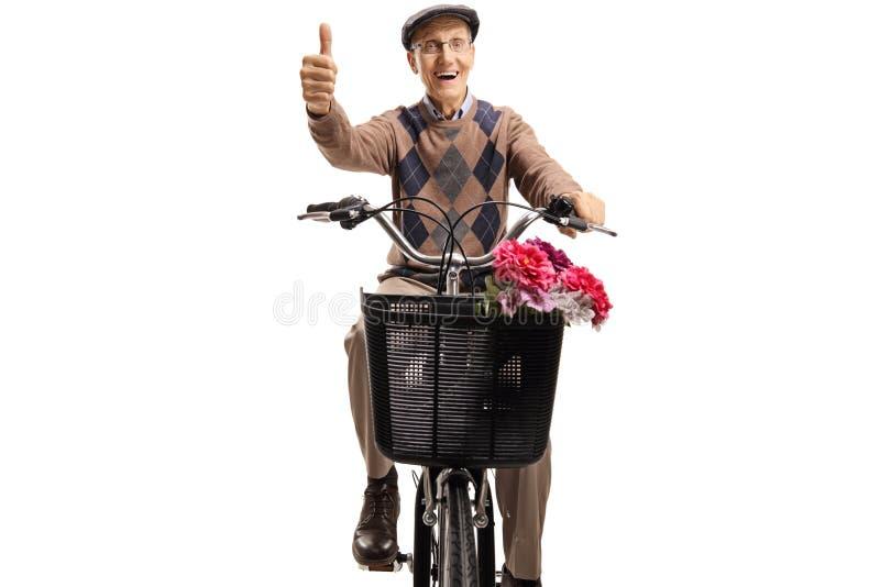 骑自行车和举行他的赞许的前辈 库存照片