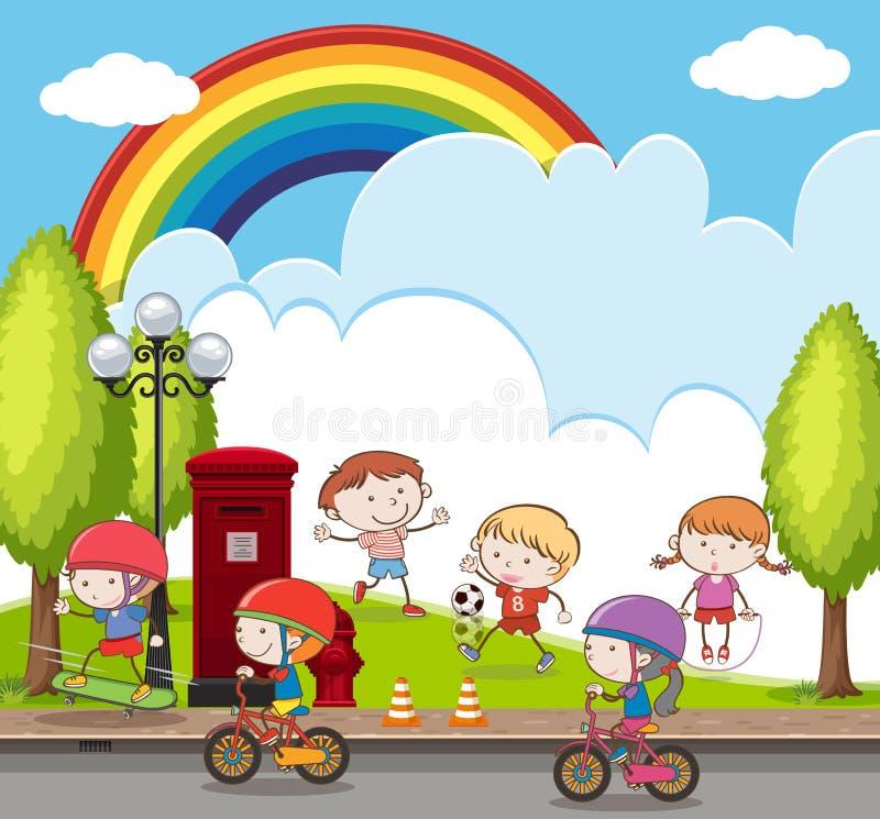 骑自行车和踢橄榄球的许多孩子在公园 库存例证