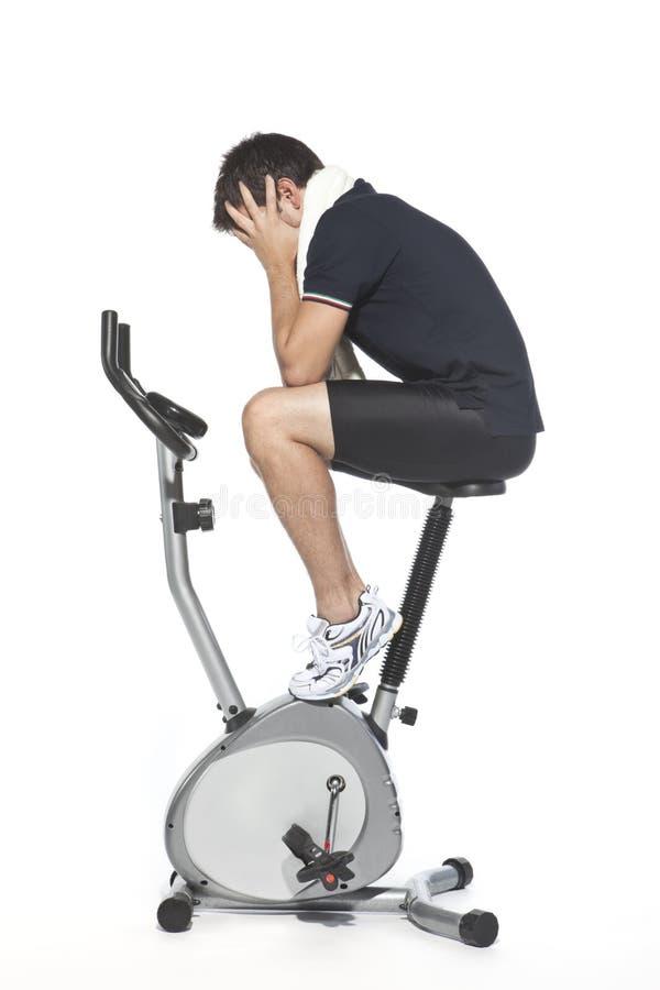 骑自行车固定式人的脚蹬谁 免版税库存照片