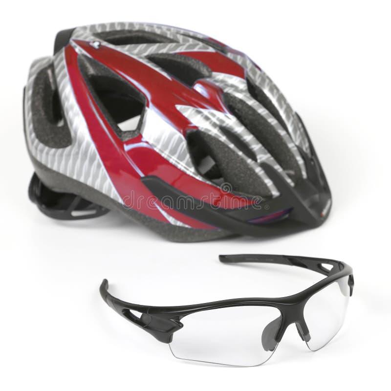 骑自行车在盔甲的背景的透明玻璃 库存图片