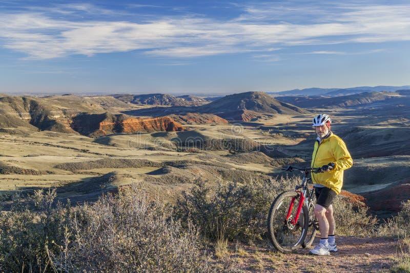 骑自行车在科罗拉多的山 图库摄影