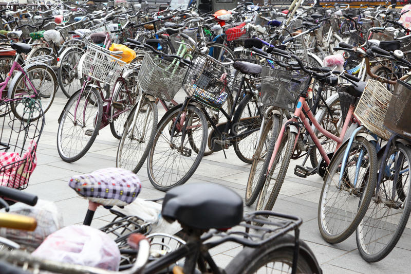 骑自行车大量 库存照片
