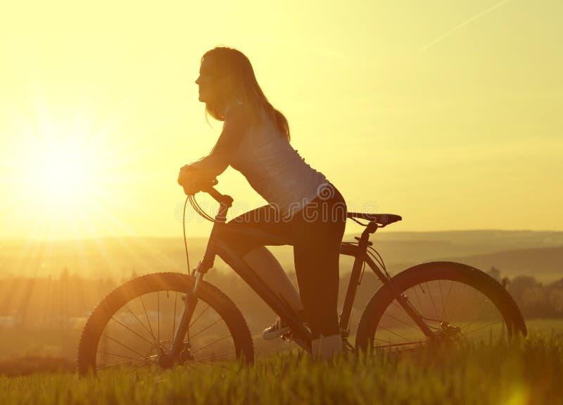 骑自行车女孩 图库摄影
