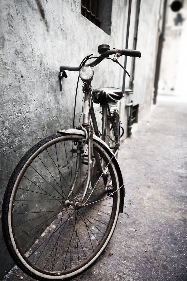 骑自行车孤独 免版税库存图片