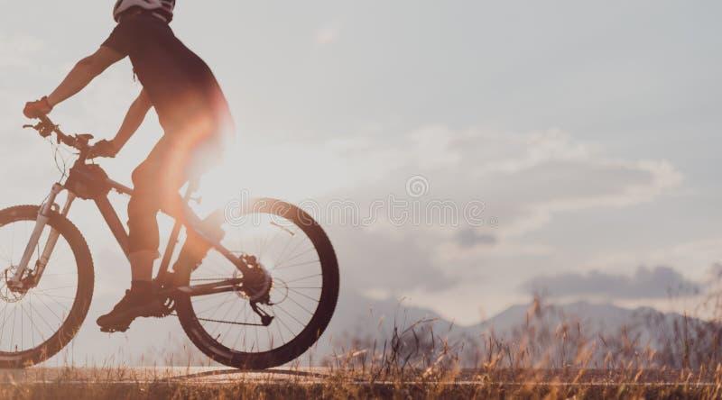 骑自行车室外 库存照片