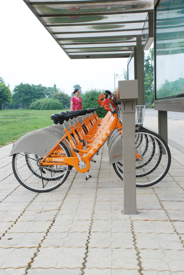 骑自行车成都公共 库存照片