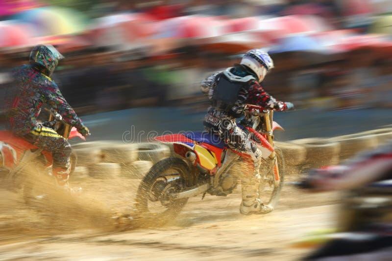 骑自行车摩托车越野赛赛跑的速度 免版税库存图片