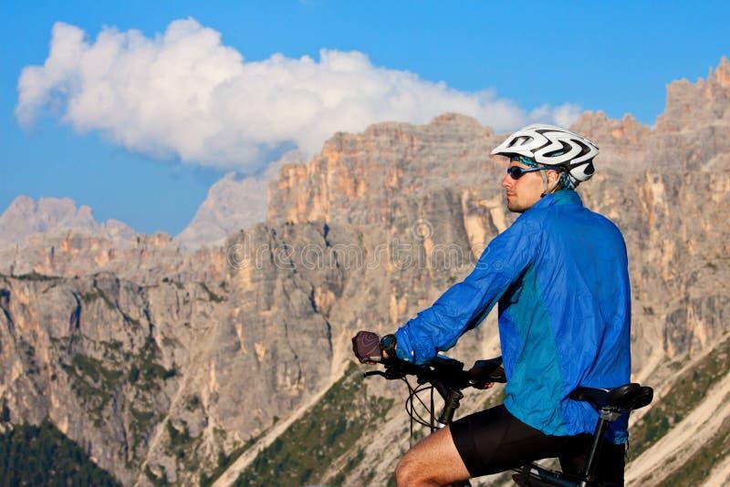 骑自行车欧洲山的阿尔卑斯 免版税库存图片
