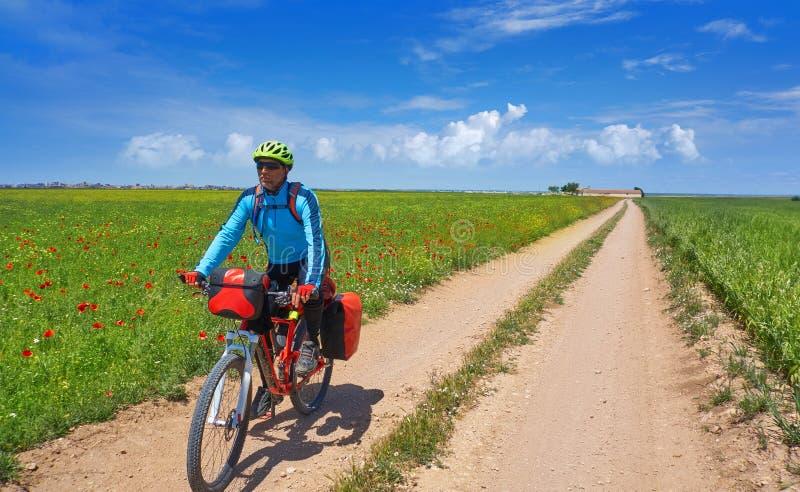骑自行车的人卡米诺在自行车的de圣地亚哥 免版税库存图片