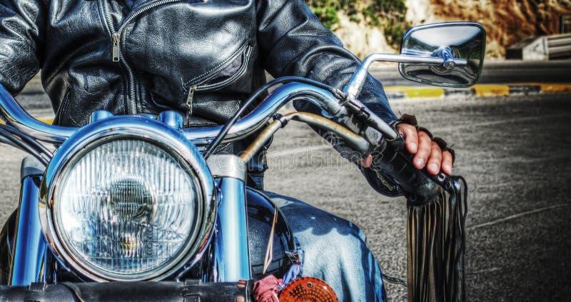 骑自行车的人和摩托车正面图在hdr 免版税库存图片