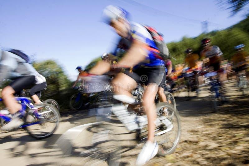 骑自行车的人赛跑 库存照片