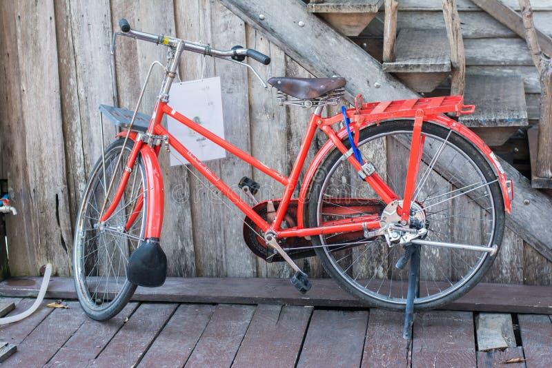 骑自行车红色 免版税库存照片