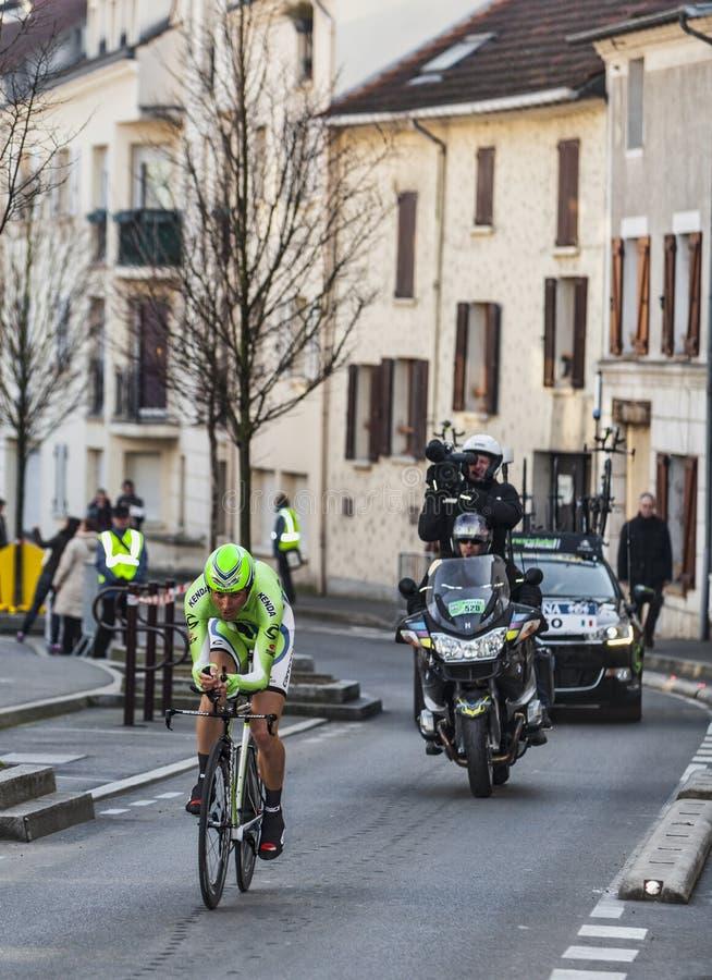 骑自行车者伊冯男低音巴黎尼斯2013年序幕在Houilles 编辑类库存照片