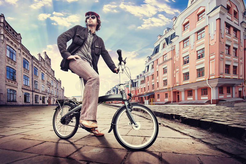 骑自行车者在城市 库存照片
