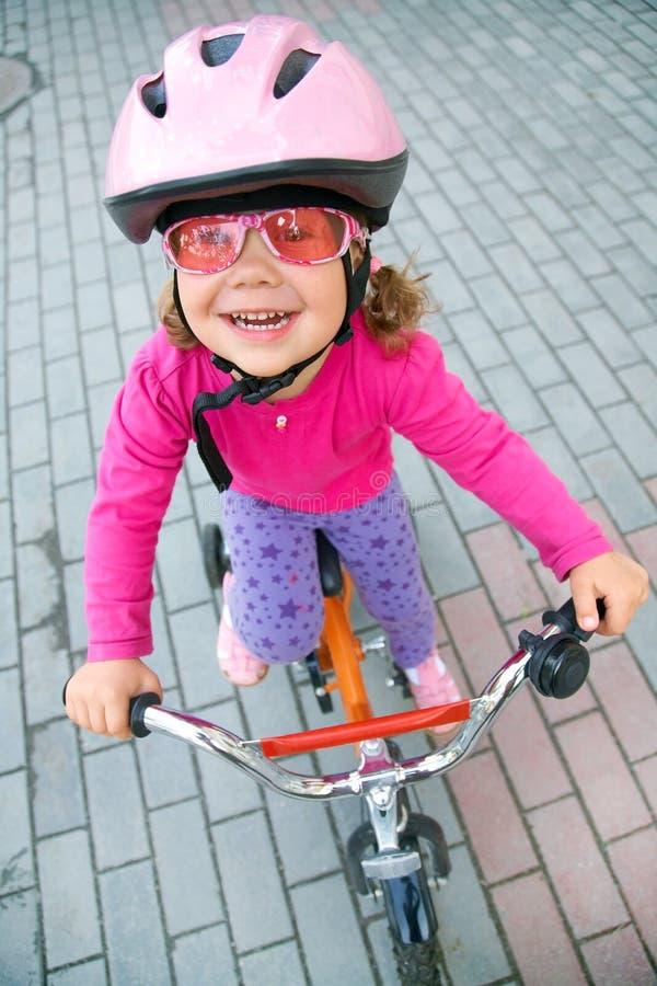 骑自行车者女孩一点 库存照片