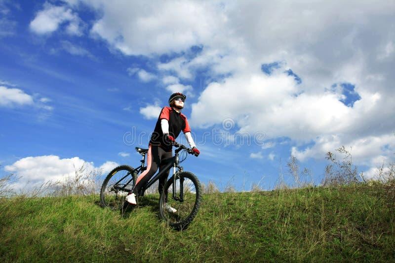 骑自行车者断开的倾斜 库存照片