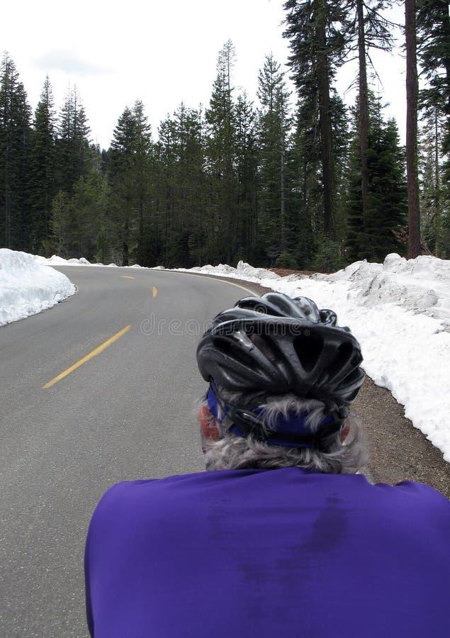 骑自行车者路雪 免版税库存图片