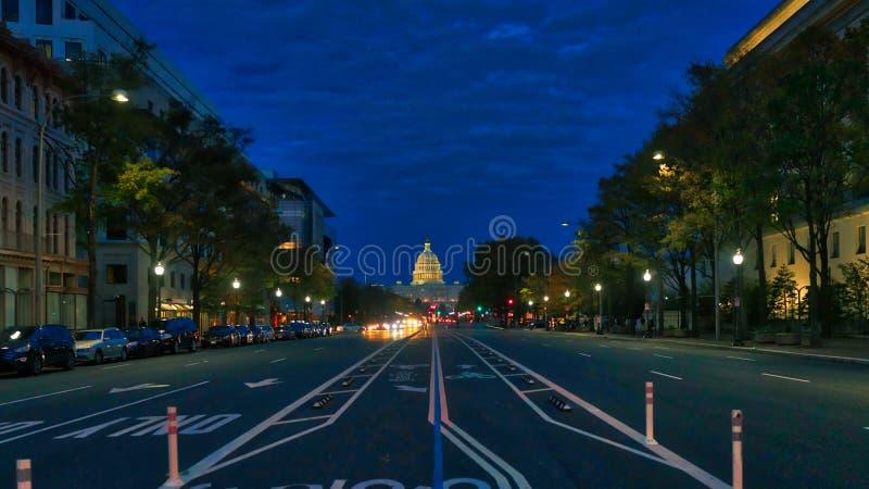 骑自行车车道在夜华盛顿特区,生动 图库摄影
