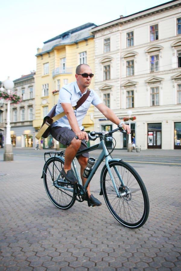 骑自行车都市 库存照片