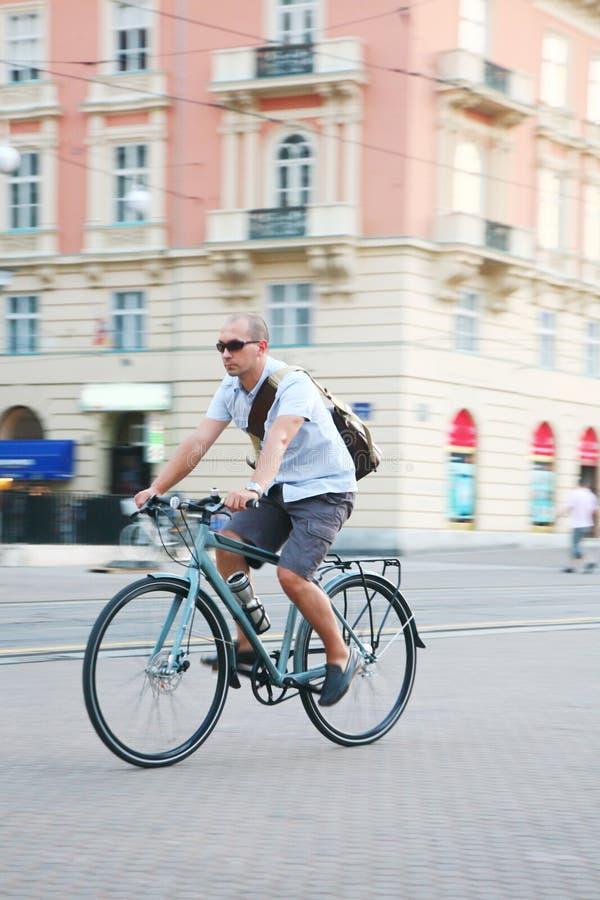 骑自行车都市 库存图片