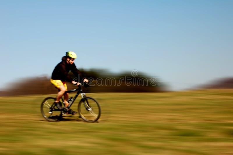 骑自行车 免版税库存图片