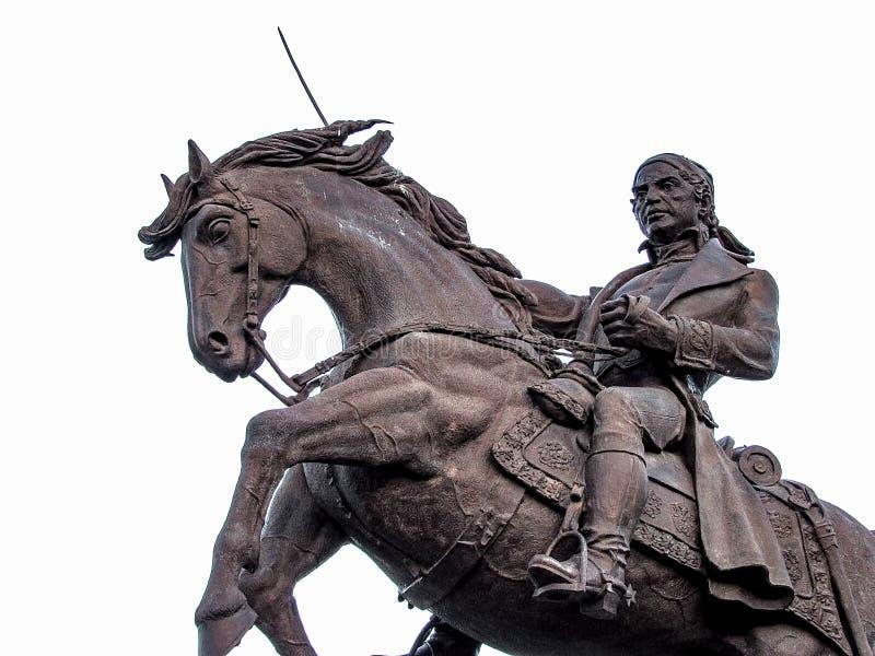 骑马和拿着剑的人 免版税库存照片
