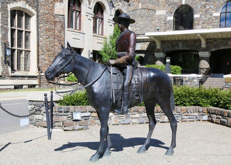 骑马的加拿大皇家骑警的雕象 库存照片