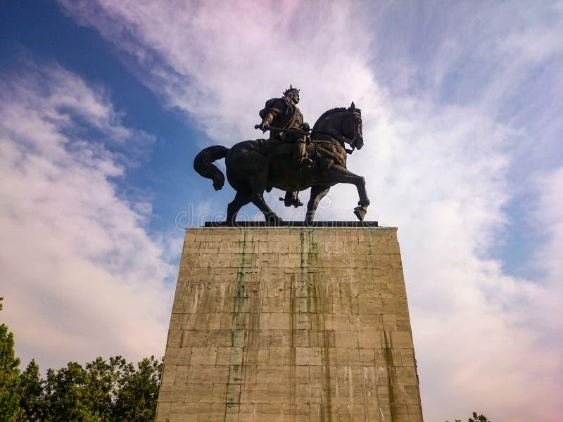 骑马雕象 免版税库存照片