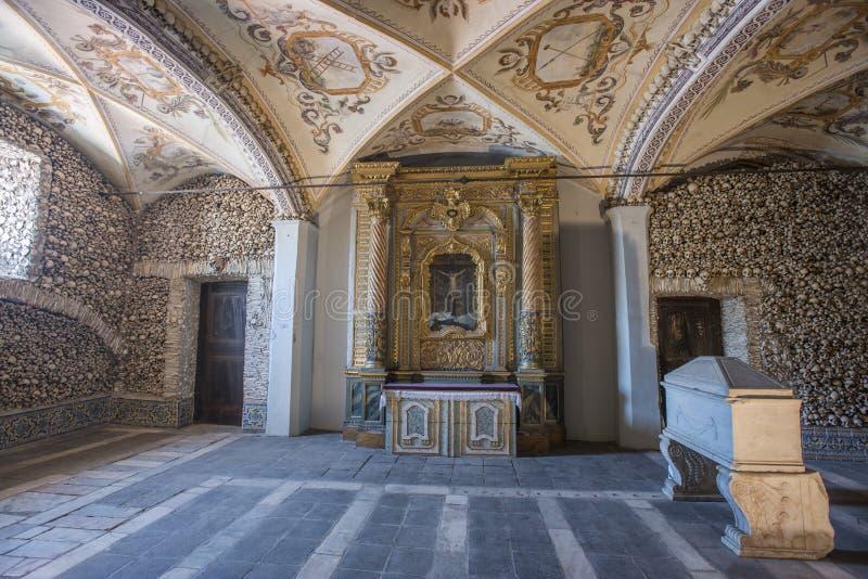 骨头Capela dos Ossos,埃武拉,葡萄牙教堂  免版税库存图片