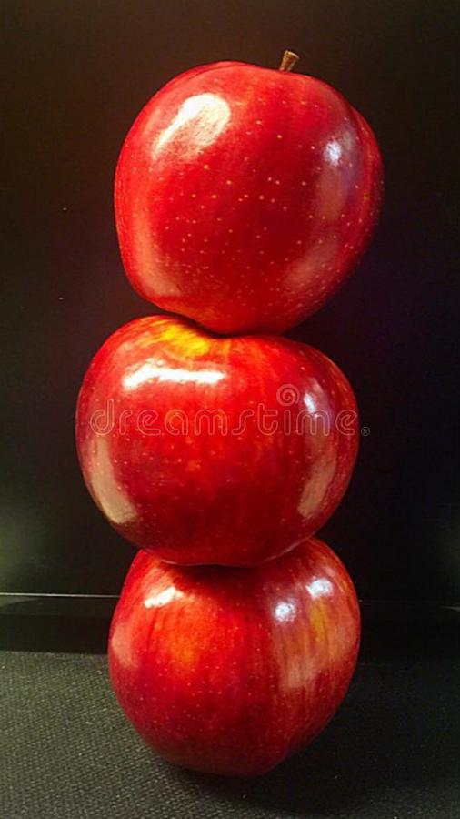 高三个的苹果 免版税库存图片