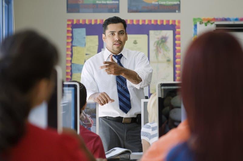 高中在类的老师教学 库存图片