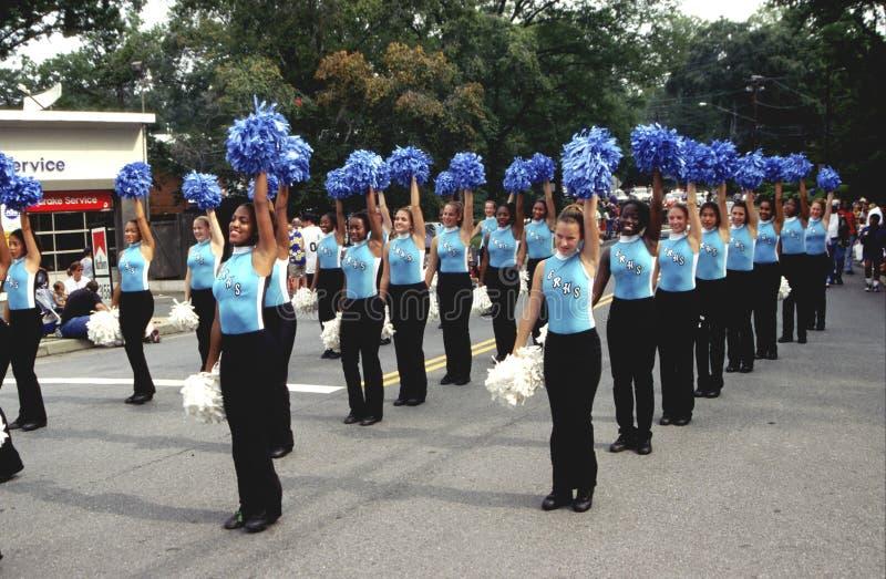高中pom poms执行在一个劳动节节日 免版税图库摄影