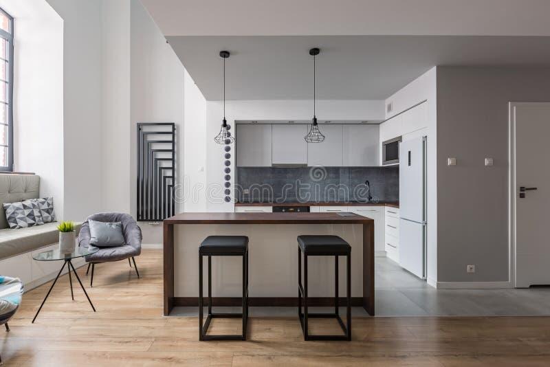 高凳和厨房 库存图片