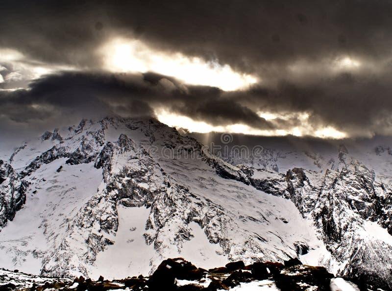 高加索山脉北部范围视图 库存图片
