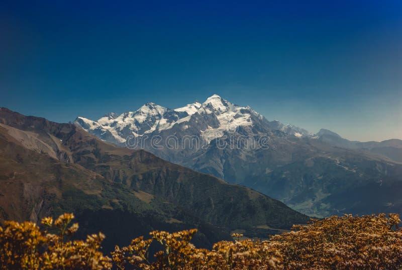 高加索山脉在乔治亚国家 美丽的山la 图库摄影