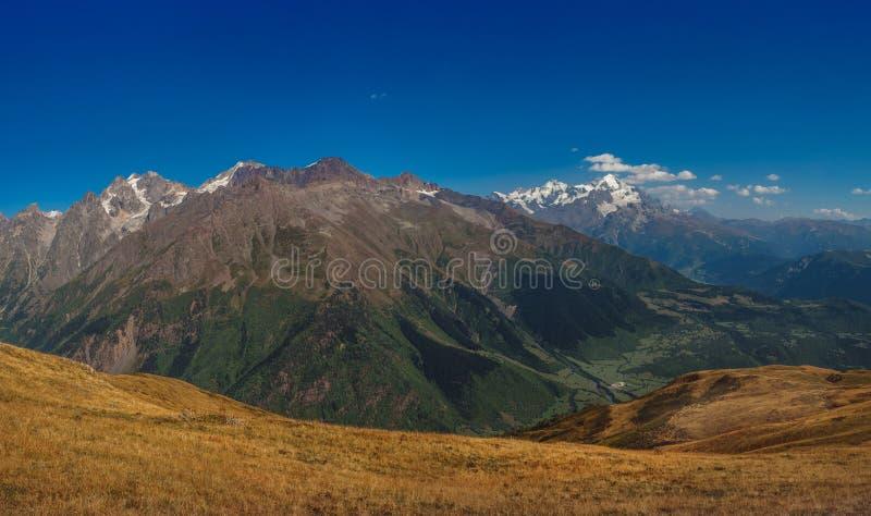 高加索山脉在乔治亚国家 美丽的山la 免版税图库摄影