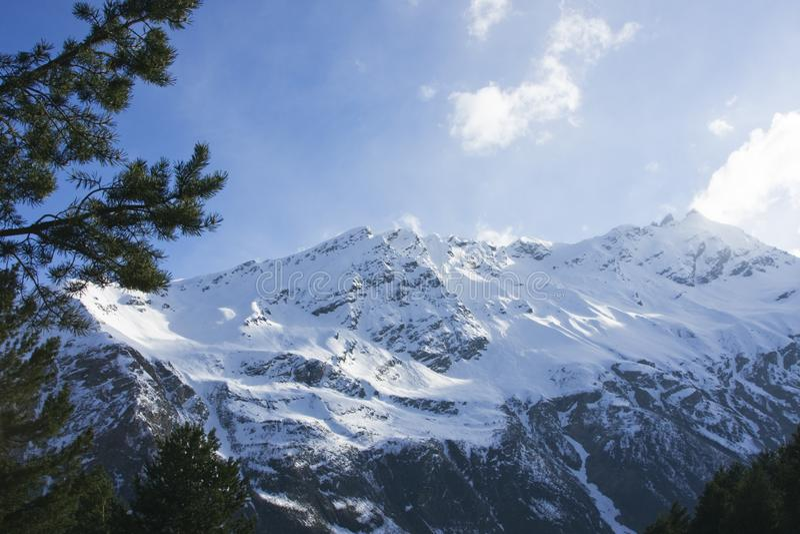 高加索山脉在春天 库存图片