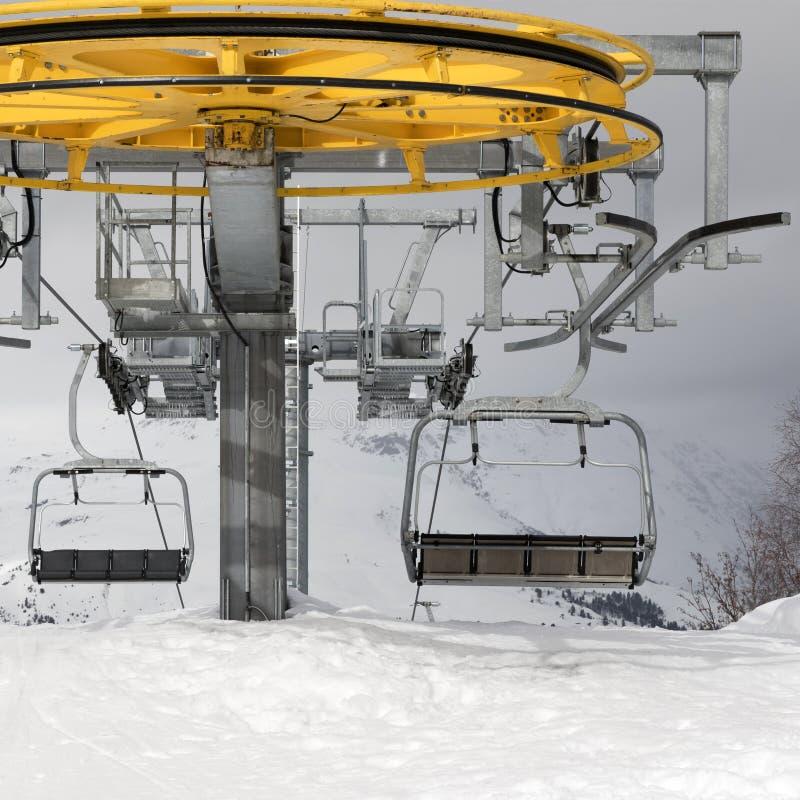 高加索dombay手段索道滑雪岗位顶层 库存照片