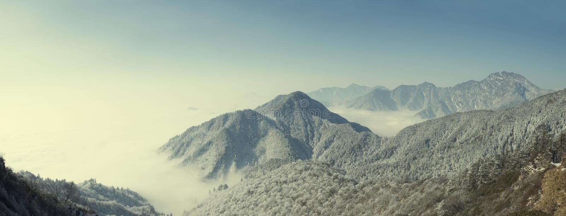 高加索覆盖横向山山shurovky天空ushba