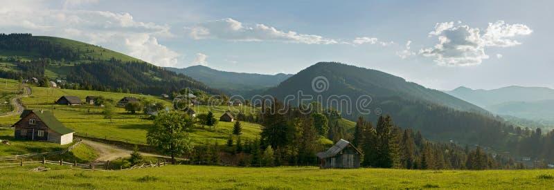 高加索dombay山全景滑雪倾斜视图 免版税库存图片